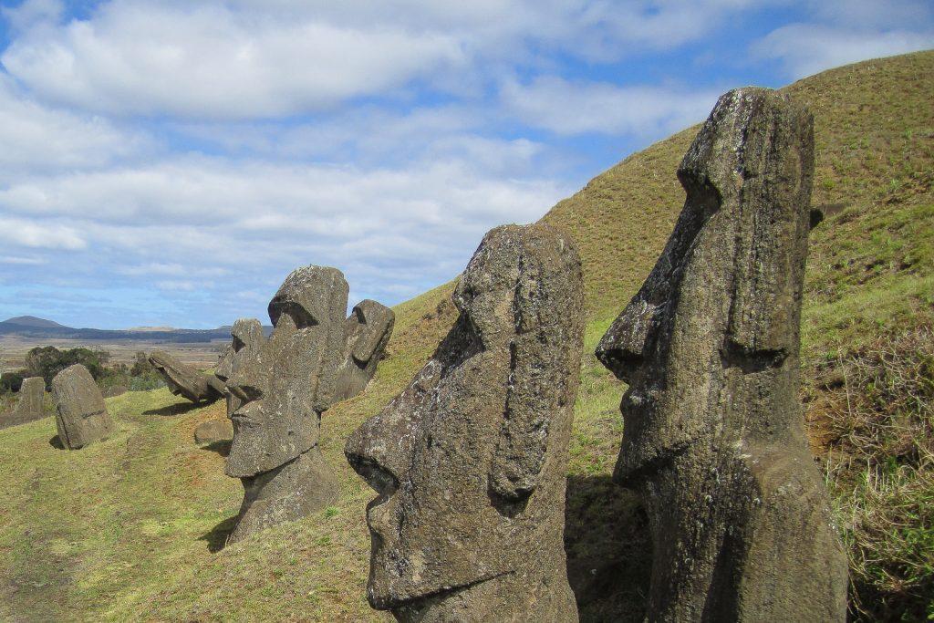 easter-island-statues-moai-heads-rano-raraku