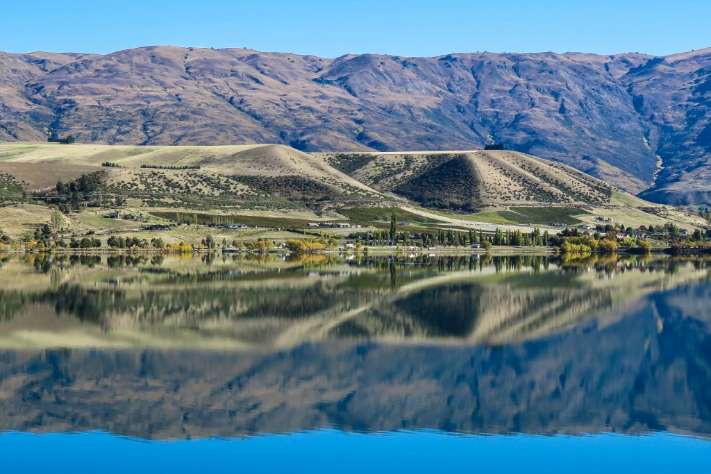 Lake Dunstan, Queenstown to Christchurch new zealand south island road trip