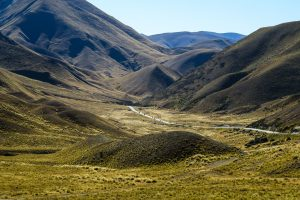 Lindis Pass, road Queenstown to Christchurch, south island new zealand itinerary