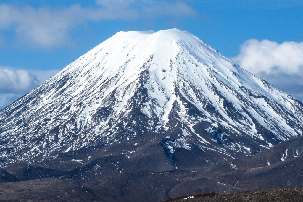 Mount Ngauruhoe Volcano, skiing in New Zealand