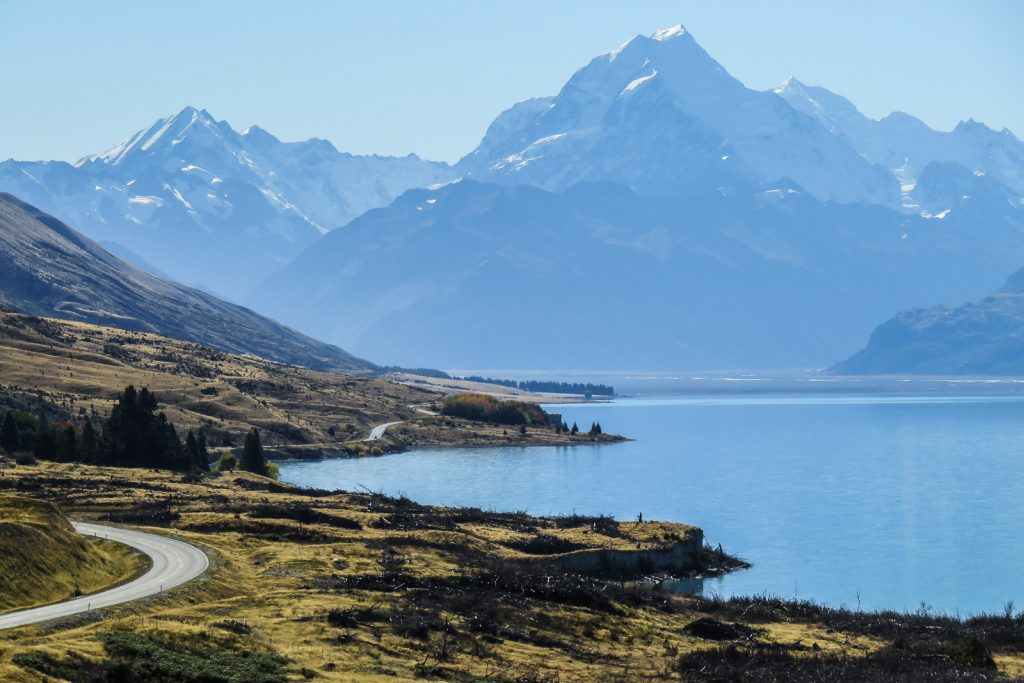 Views of Mount Cook and the road to Aoraki next to Lake Pukak, south island new zealand itinerary