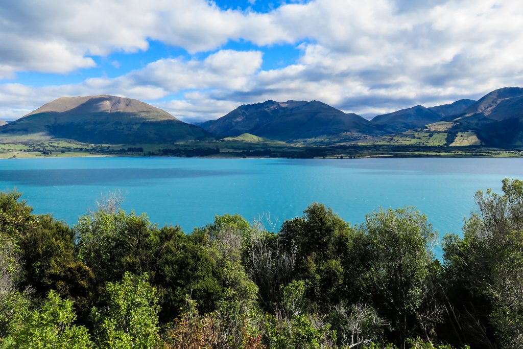 Lake Wakatipu, South Island road trip itinerary drive Queenstown to Glenorchy new zealand