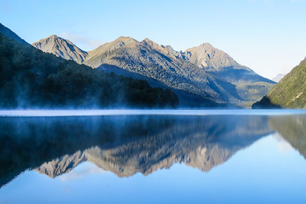 Morning Mist on Lake Gunn. THe Road to Milford SOund, SOuth Island New Zealand road trip itinerary